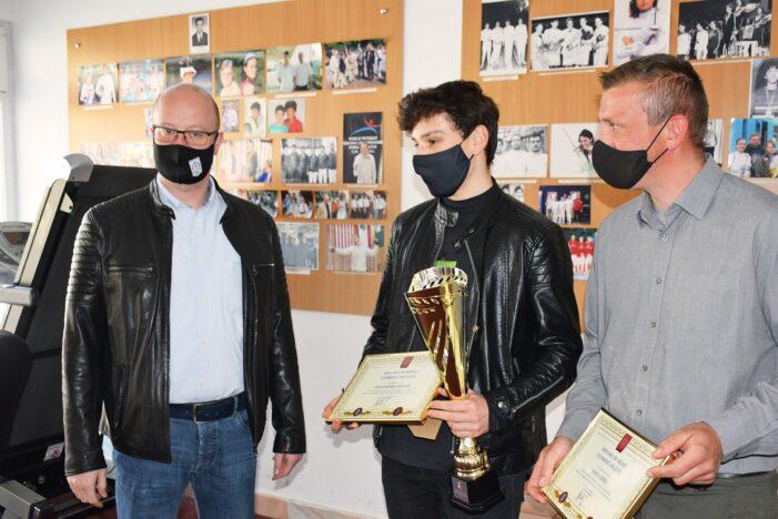Campionul național la spada, premiat de Primărie (Foto)