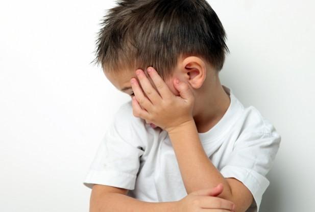 Copil cu autism, dat afara dintr-un magazin. Ce spune mama acestuia ?