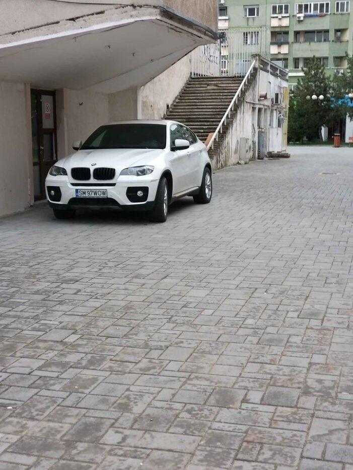 BMW furat din Satu Mare, văzut pe un drum din Cluj