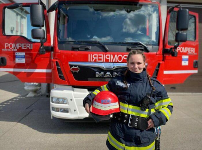 Ea este singura femeie pompieri pe o masina de stingere din Satu Mare (Foto)