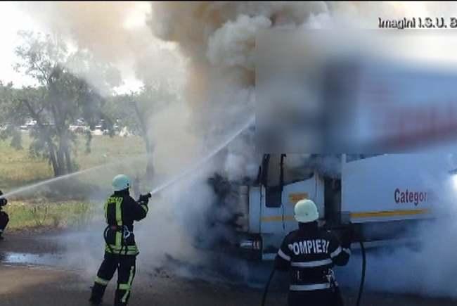 Un TIR încărcat cu cereale a luat foc (Foto)