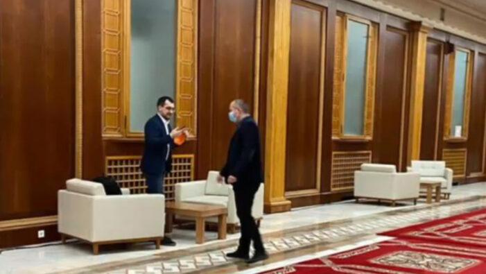 Vlad Voiculescu a primit 1.500 de lei amendă pentru că nu a purtat mască pe holul Parlamentului