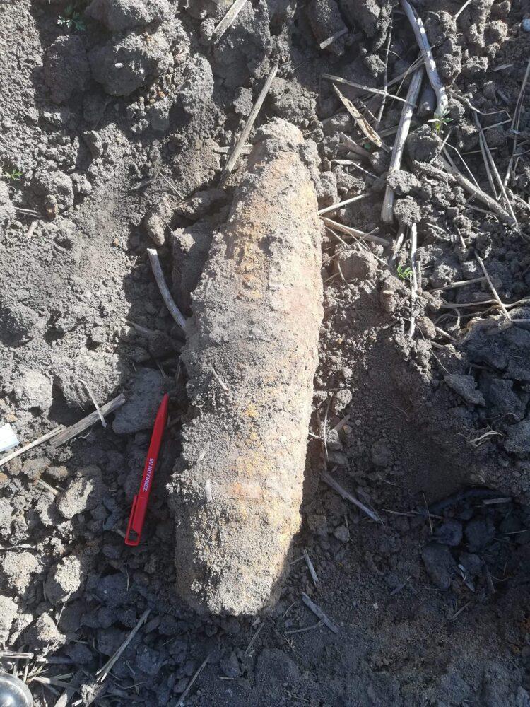 Proiectil găsit în grădina unei case din Santau