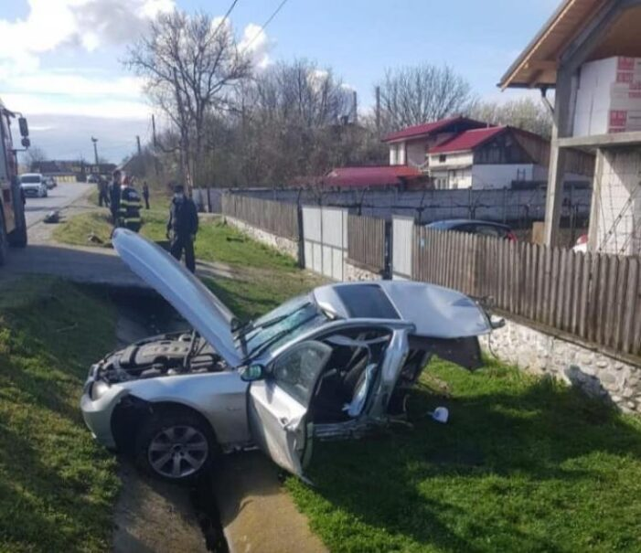 BMW rupt în doua în urma unui accident (Foto)