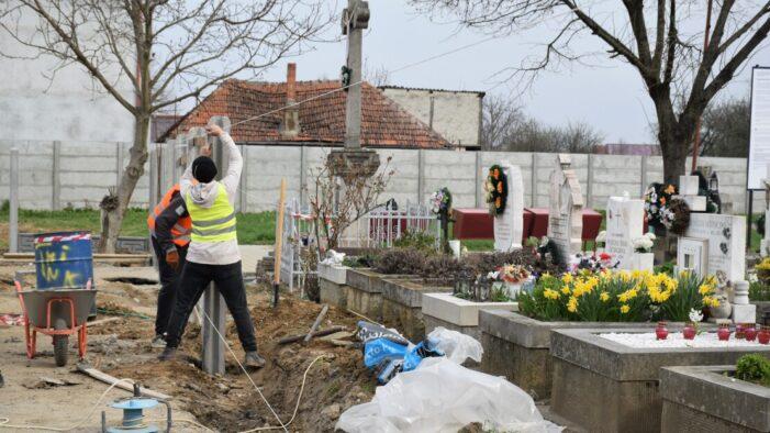 Continuă lucrările de reabilitare a cimitirului de pe str. Amațului (Foto)