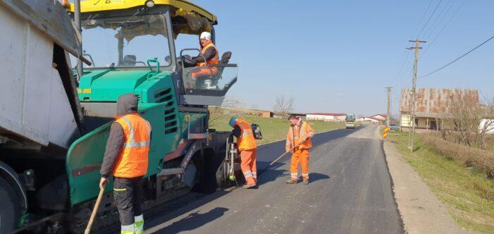 Drumarii au  ieșit la asfaltare (Foto)