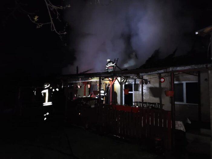 Anexa unei case, distrusa de foc (Foto)