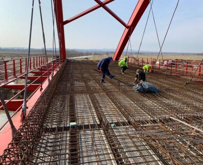 Au fost reluate lucrările la podul peste râul Someș, la Seini (Foto)