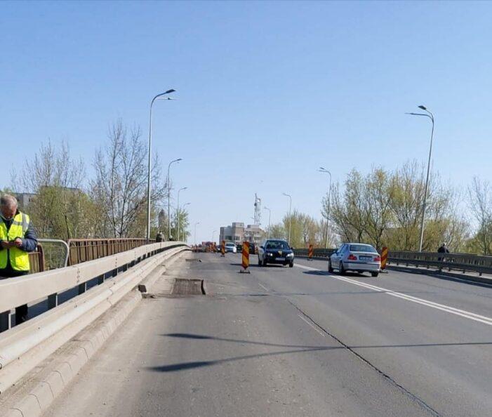 Plombari pe Podul Decebal. Se circula cu dificultate (Foto)