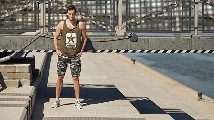 Pantalonii scurți pentru bărbați casual sau formali? Cum îi combini în ţinute autentice?