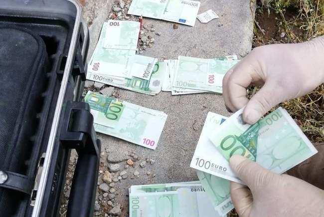I-a furat iubitei 170.000 de euro, a îngropat banii și a fugit din țară