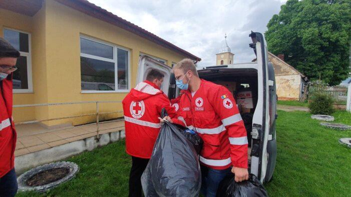 Crucea Roșie a făcut primul transport de ajutoare pentru sinistratii din Ratesti (Foto)