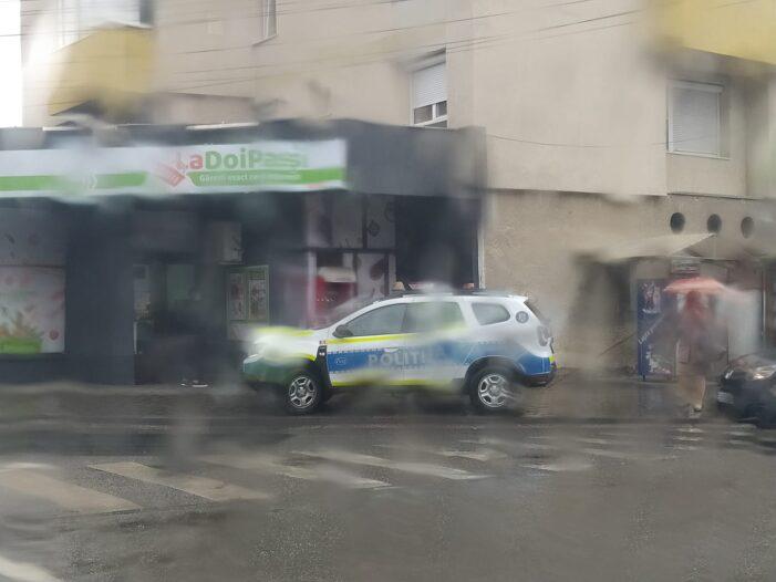 Si asa se poate ? Masina a Politiei, parcata pe trotuar ! (Foto)