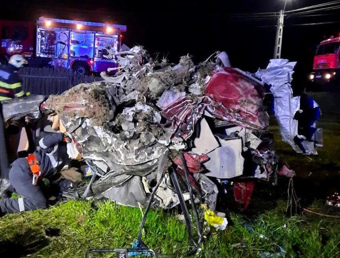 Maserati făcut praf într-un accident. Trei tineri au murit pe loc (Fotogalerie)
