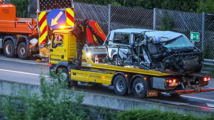 Accident teribil în Austria: Doi români morți și patru răniți (Foto)