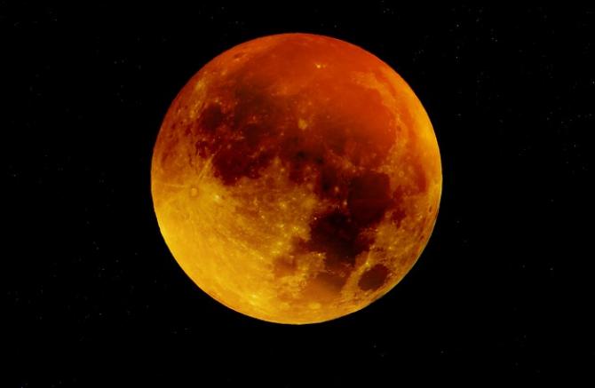 """""""Superluna Sângerie"""" și singura eclipsă de Lună din acest an"""