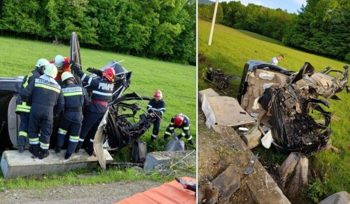S-a izbit cu mașina de un cap de pod. Trei persoane ranite (Foto)