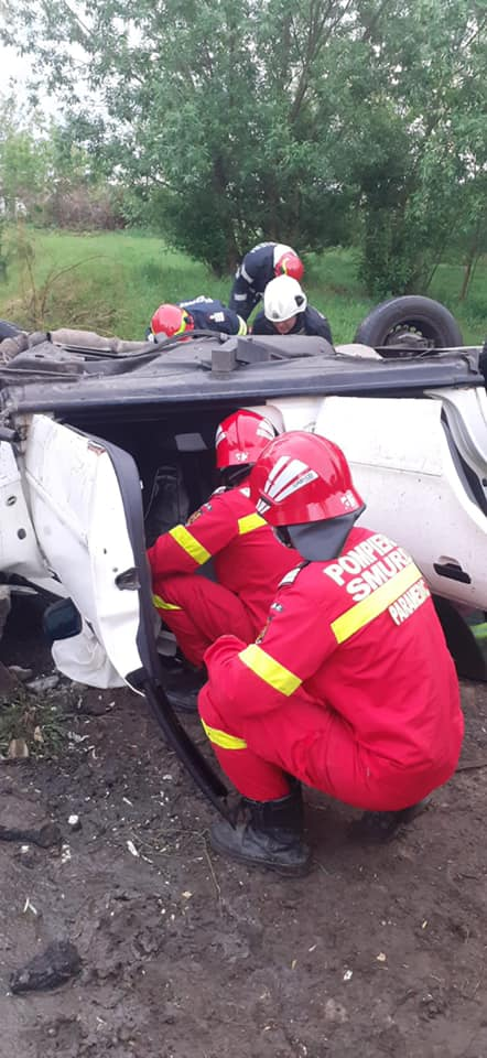 Soferul care s-a rasturnat cu masina la Berveni, era beat (Foto)