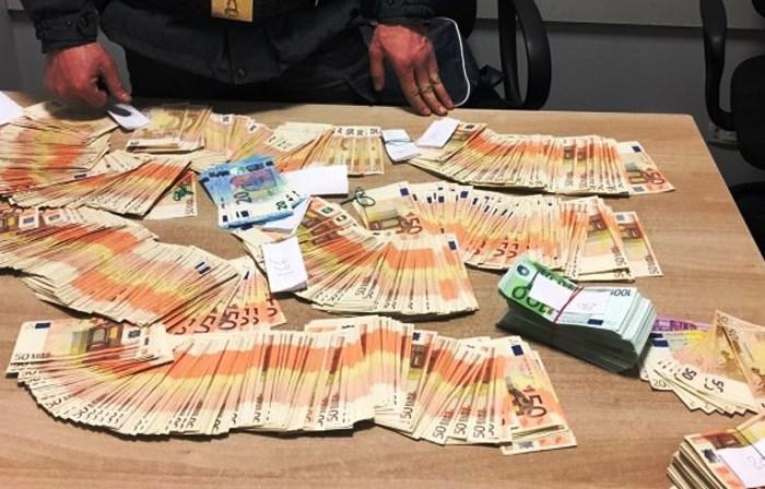 Nu se mai confiscă banii celor care nu declară la frontieră sumele de peste 10.000! Se vor aplica amenzi