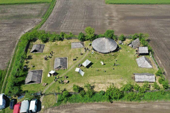"""Filmari in """"satul dacic"""" de la Mediesu Aurit. Imagini inedite (Fotogalerie)"""