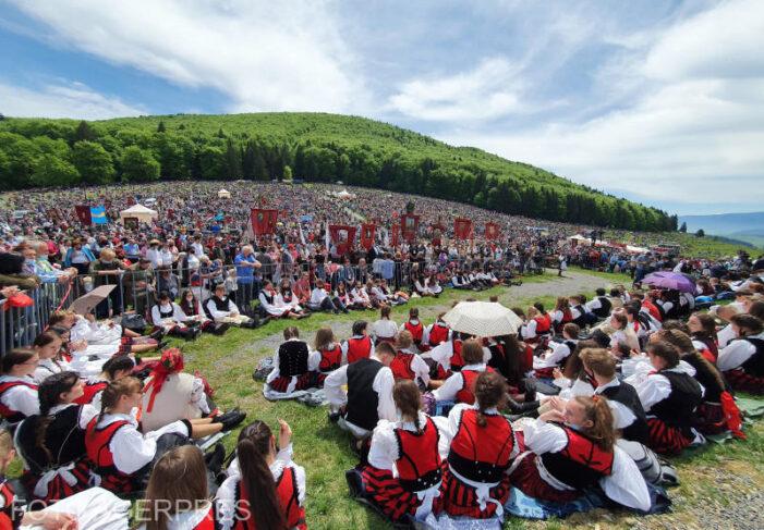 Zeci de mii de oameni la Sumuleu Ciuc. Au fost și pelerini din judetul Satu Mare (Foto)