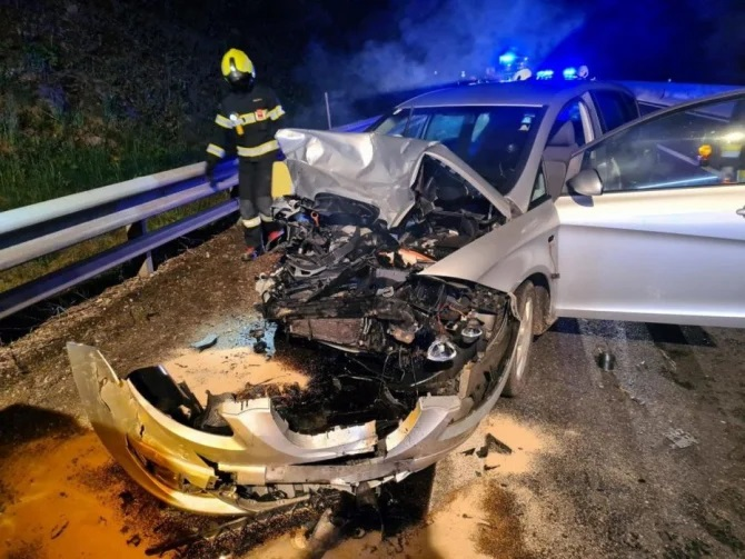 Accident cu doua victime si doua masini facute praf (Foto)