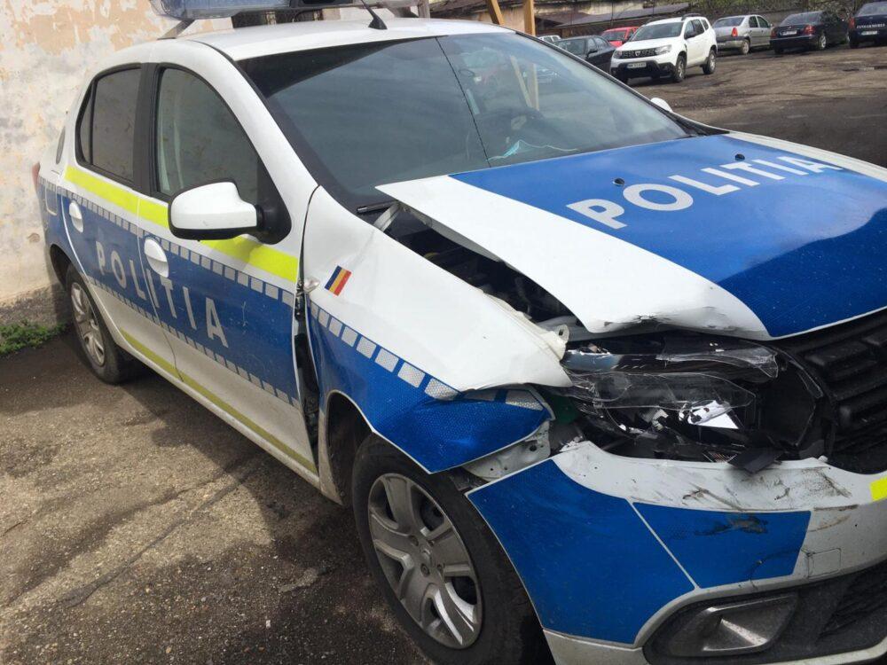 Urmarire cu focuri de arma ! Masina a Politiei, distrusa (Foto)