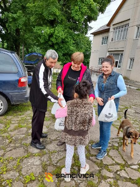 SamCivica a dus cadouri în toate casele de tip familial din județul Satu Mare