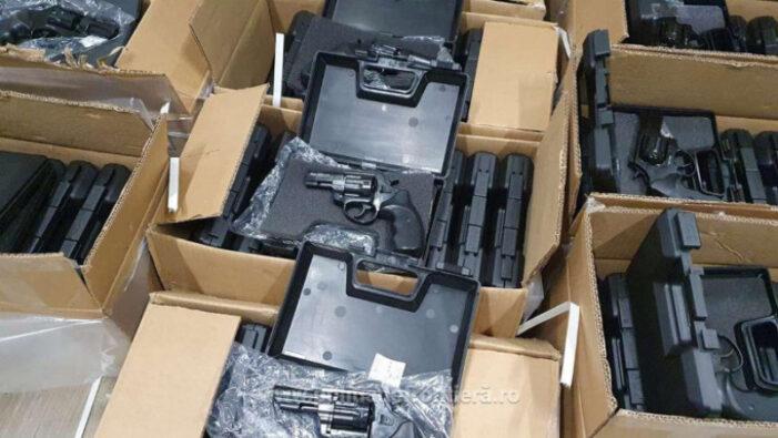 Aproape 3000 de pistoale au fost găsite la frontieră, într-un TIR (Foto)