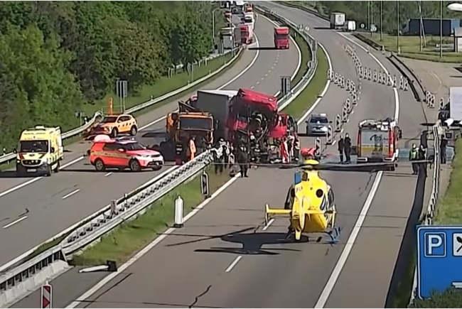 Șofer roman de TIR, strivit într-un accident, la granița dintre Cehia și Slovacia (Foto&video)