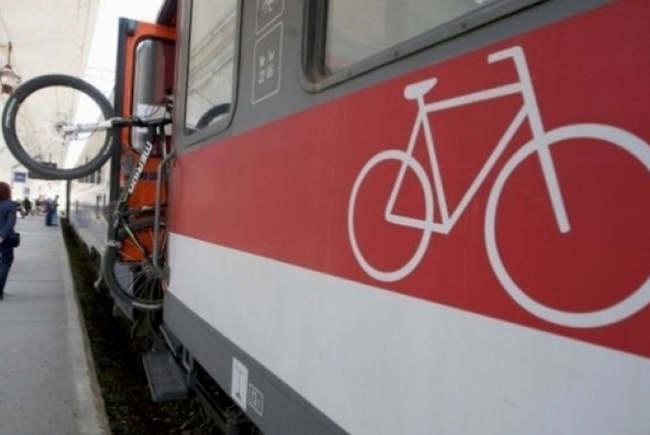 15 lei, un tichet pentru a urca cu bicicleta în tren