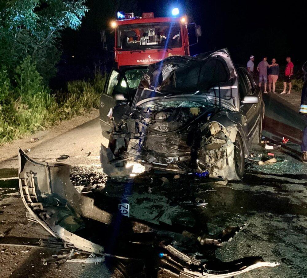 Accident cu 5 victime si o masina facuta praf (Fotogalerie)