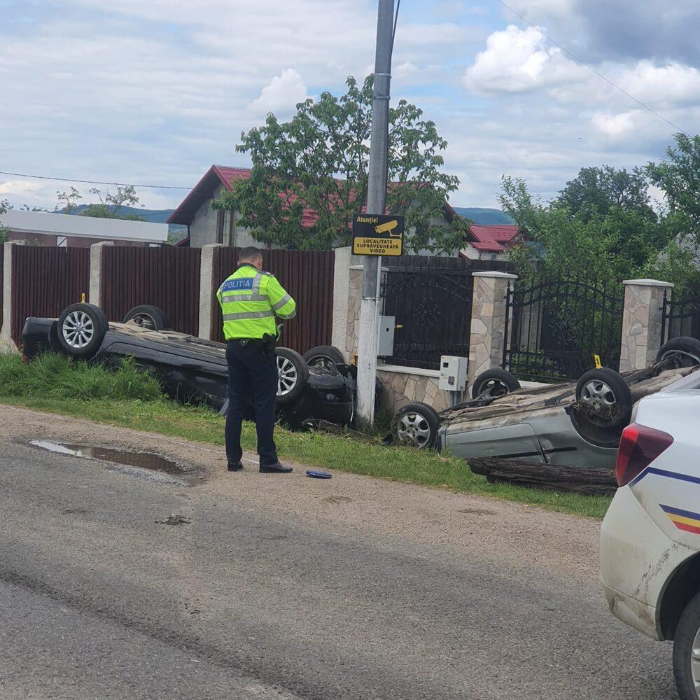 Accident. Doua masini s-au rasturnat. Mai multe victime (Foto)
