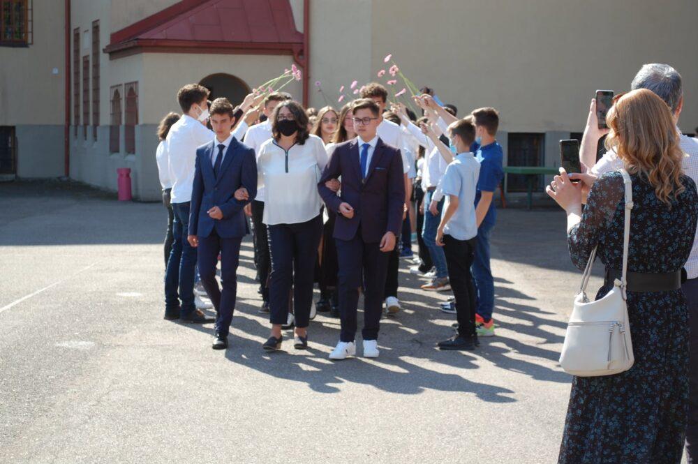 """Festivitate de absolvire a clasei a VIII-a la """"Eminescu"""" (Foto)"""