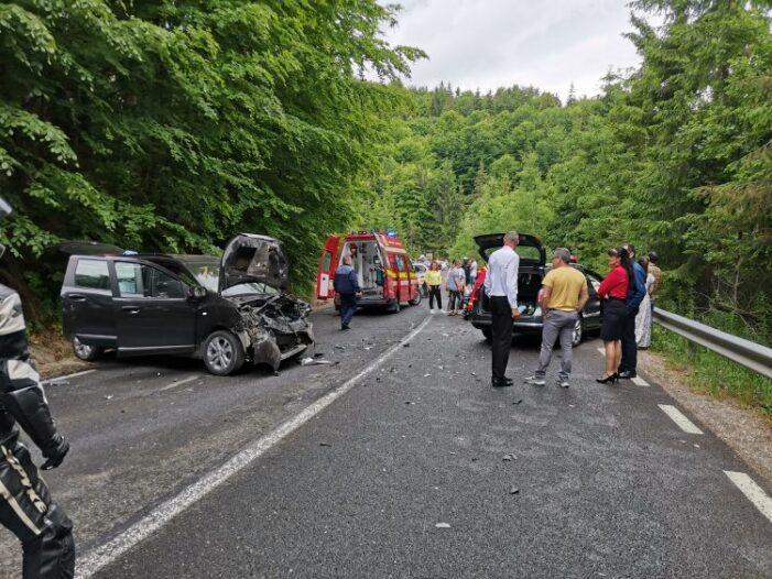 Trei raniti intr-un accident (Foto)