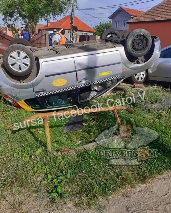 Accident grav. O masina s-a rasturnat (Foto)