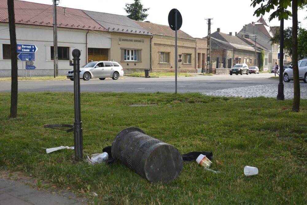 Careienii sunt rugati sa nu mai faca mizerie in oras (Foto)