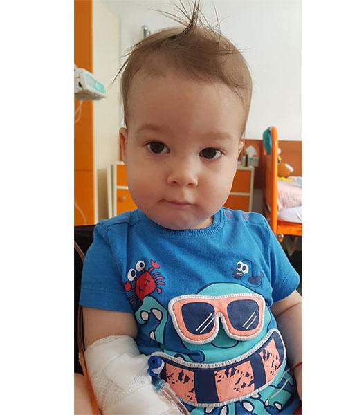 Luca este grav bolnav. Are doua tumori pe creier (Foto)