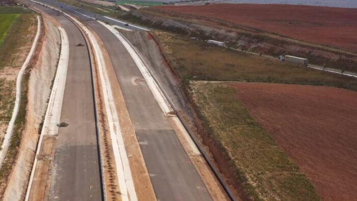 Autostradă construită cu cenușă de hârtie în loc de ciment. Vezi unde