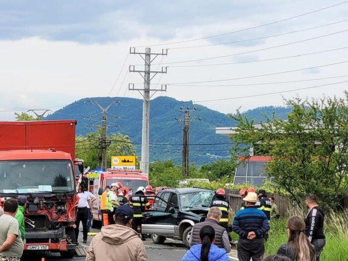 TIR din Satu Mare, implicat intr-un accident ! O femeie incarcerata ! (Foto)