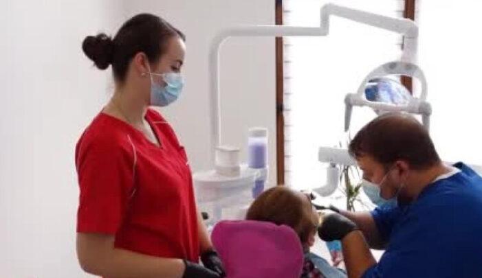 Cabinetul stomatologic din Satu Mare unde toți copiii sunt tratați gratuit