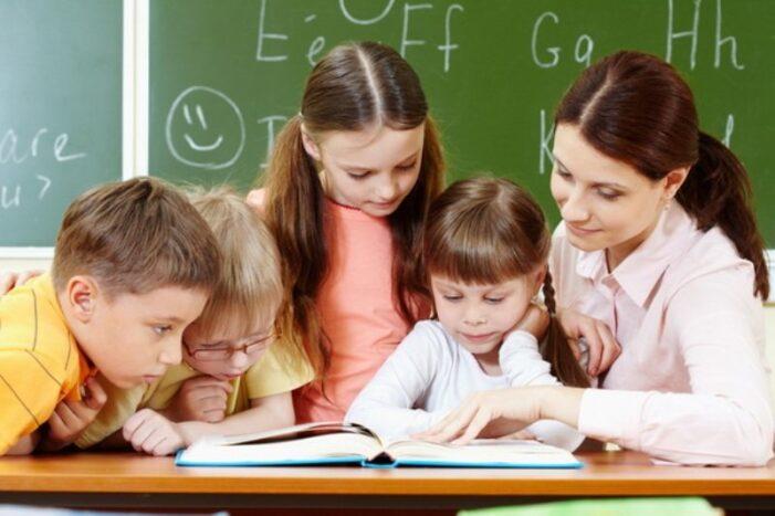 Azi e Ziua Invatatorului. S-a sarbatorit in Romania ?