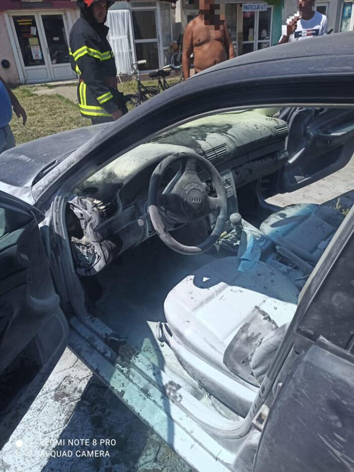 O masina a luat foc la Carei (Foto)
