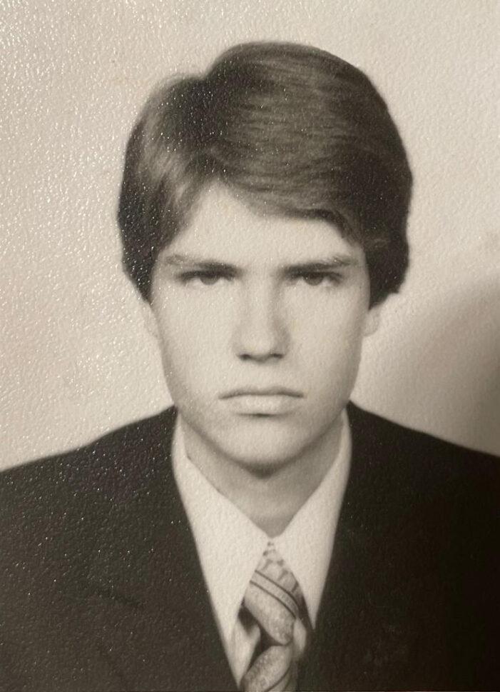 Comentarii multe după ce Iohannis a publicat o fotografie din adolescență