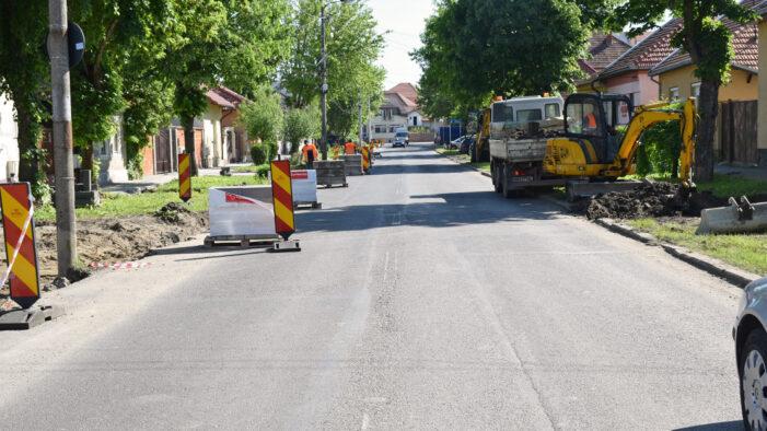 Se lucreaza pe strada Porumbeilor (Foto)