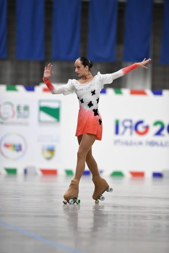 O româncă este vicecampioana Italiei la patinaj artistic pe role (Foto)