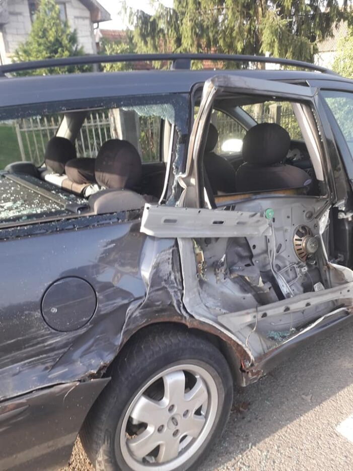 Masina distrusa in Ciuperceni. Soferul vinovat a fugit (Foto)