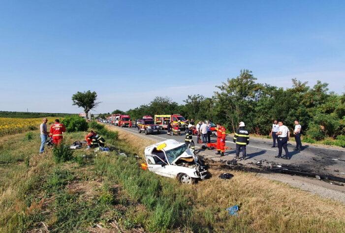 Accident cu doi morti. Un copil de 4 ani printre victime (Foto)