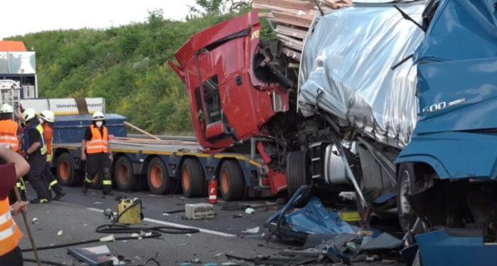 Accident grav provocat de un sofer roman pe o autostrada din Germania (Foto)