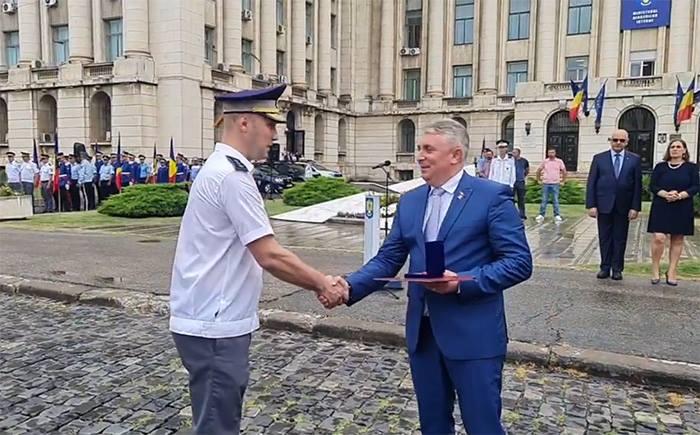 Un politist din Satu Mare premiat de ministrul de Interne (Foto)